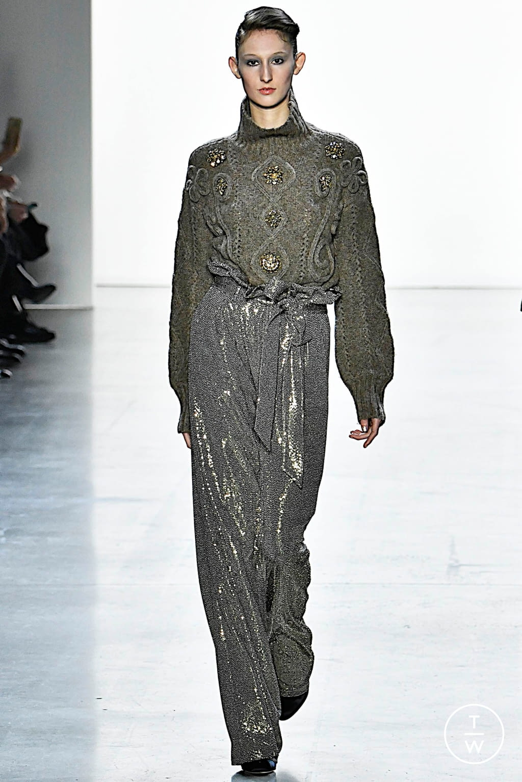 Fashion Week New York Fall/Winter 2019 look 2 from the Badgley Mischka collection womenswear