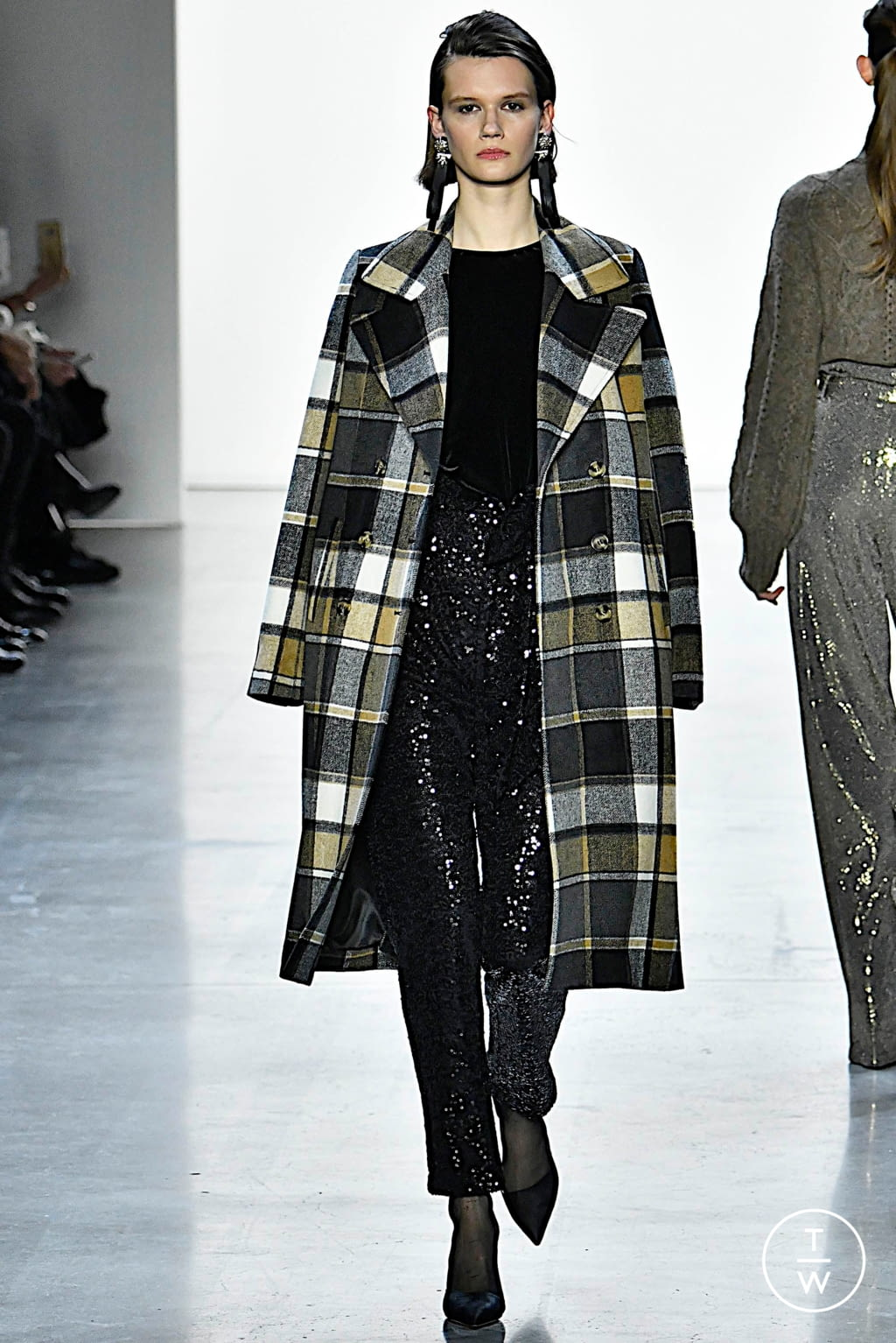 Fashion Week New York Fall/Winter 2019 look 3 from the Badgley Mischka collection womenswear