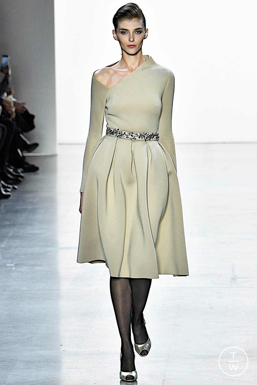 Fashion Week New York Fall/Winter 2019 look 4 from the Badgley Mischka collection womenswear
