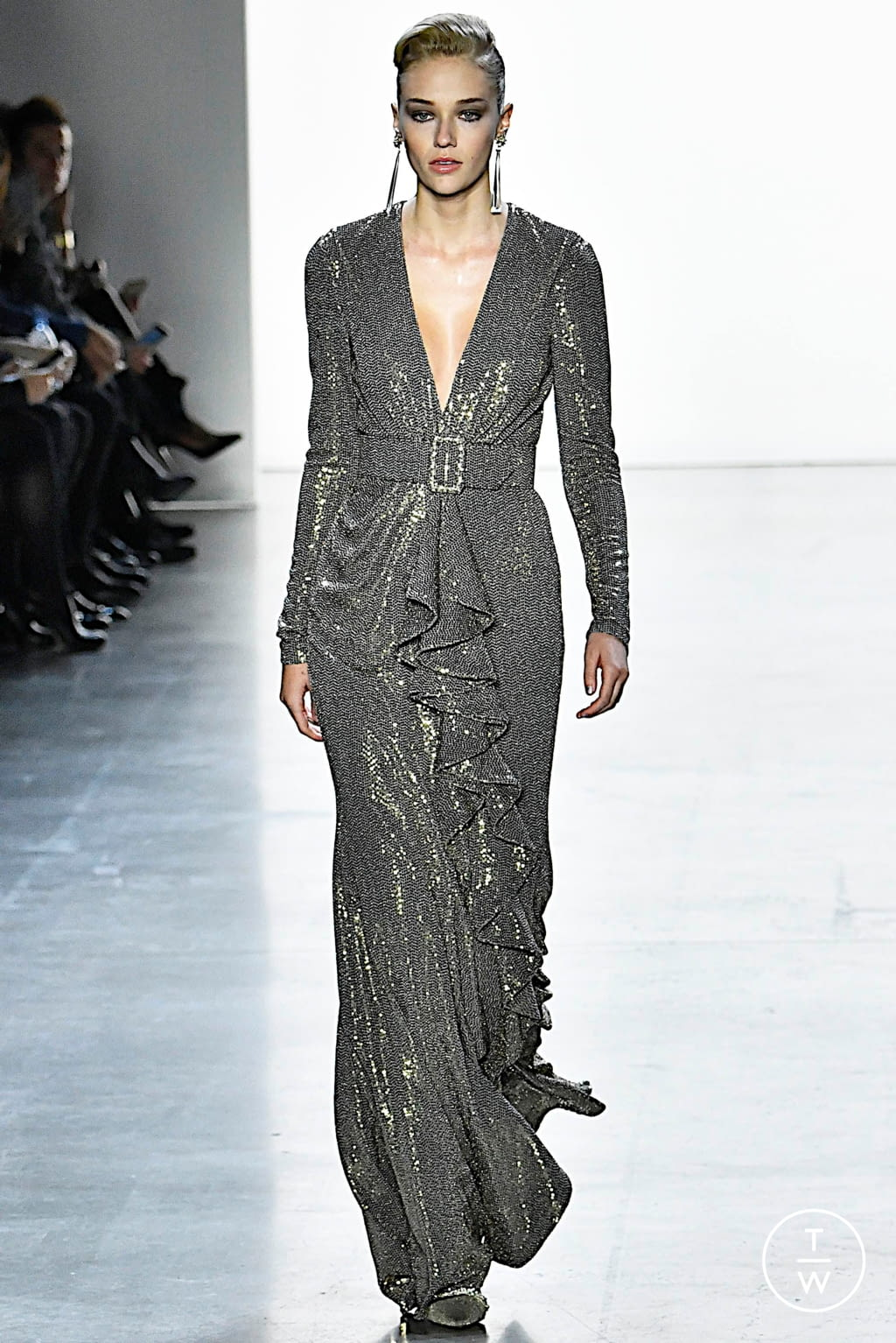 Fashion Week New York Fall/Winter 2019 look 7 from the Badgley Mischka collection 女装