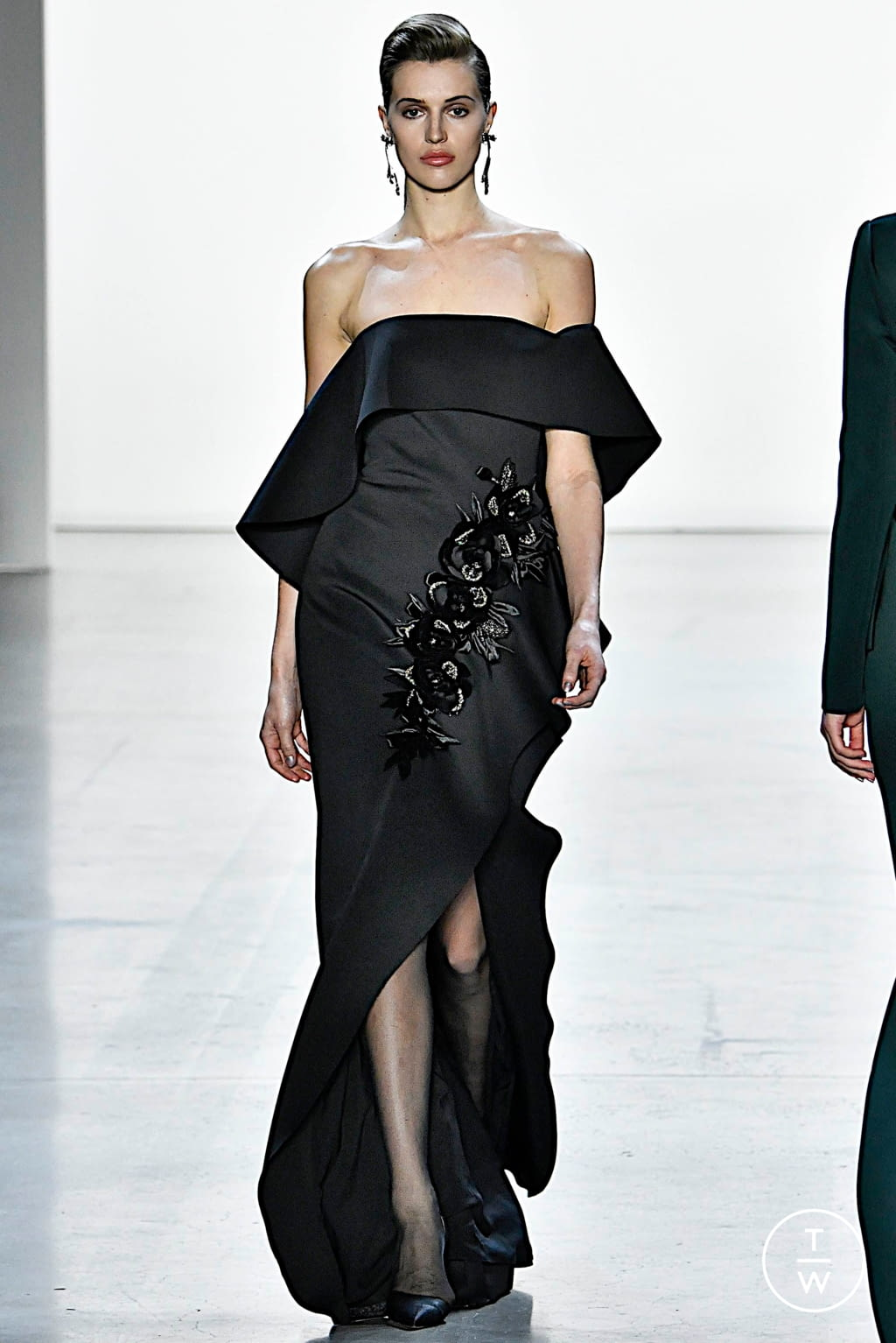 Fashion Week New York Fall/Winter 2019 look 14 from the Badgley Mischka collection womenswear