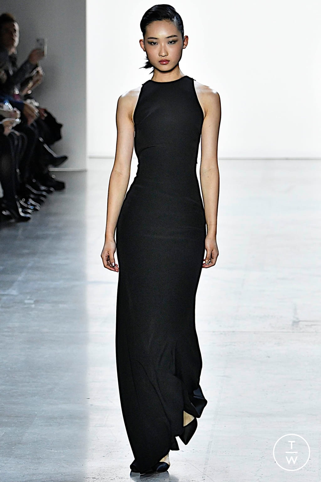 Fashion Week New York Fall/Winter 2019 look 15 from the Badgley Mischka collection womenswear