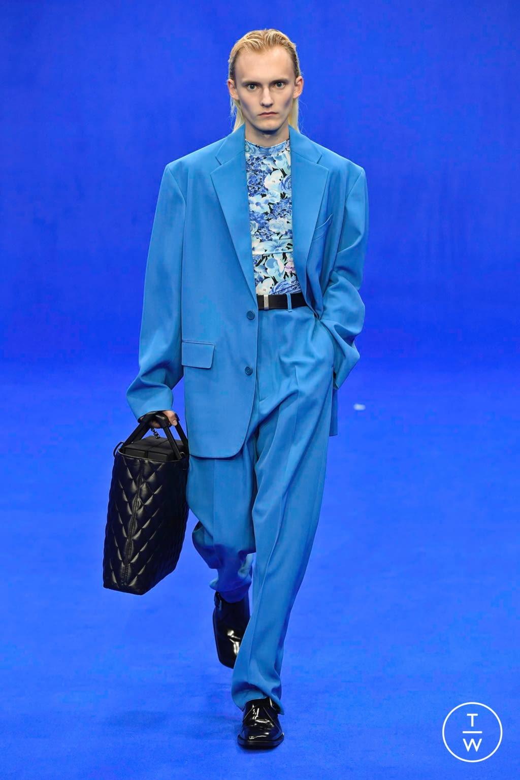 Fashion Week Paris Spring/Summer 2020 look 18 from the Balenciaga collection menswear
