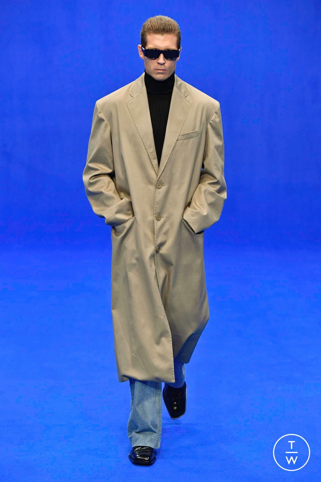 Fashion Week Paris Spring/Summer 2020 look 22 from the Balenciaga collection menswear