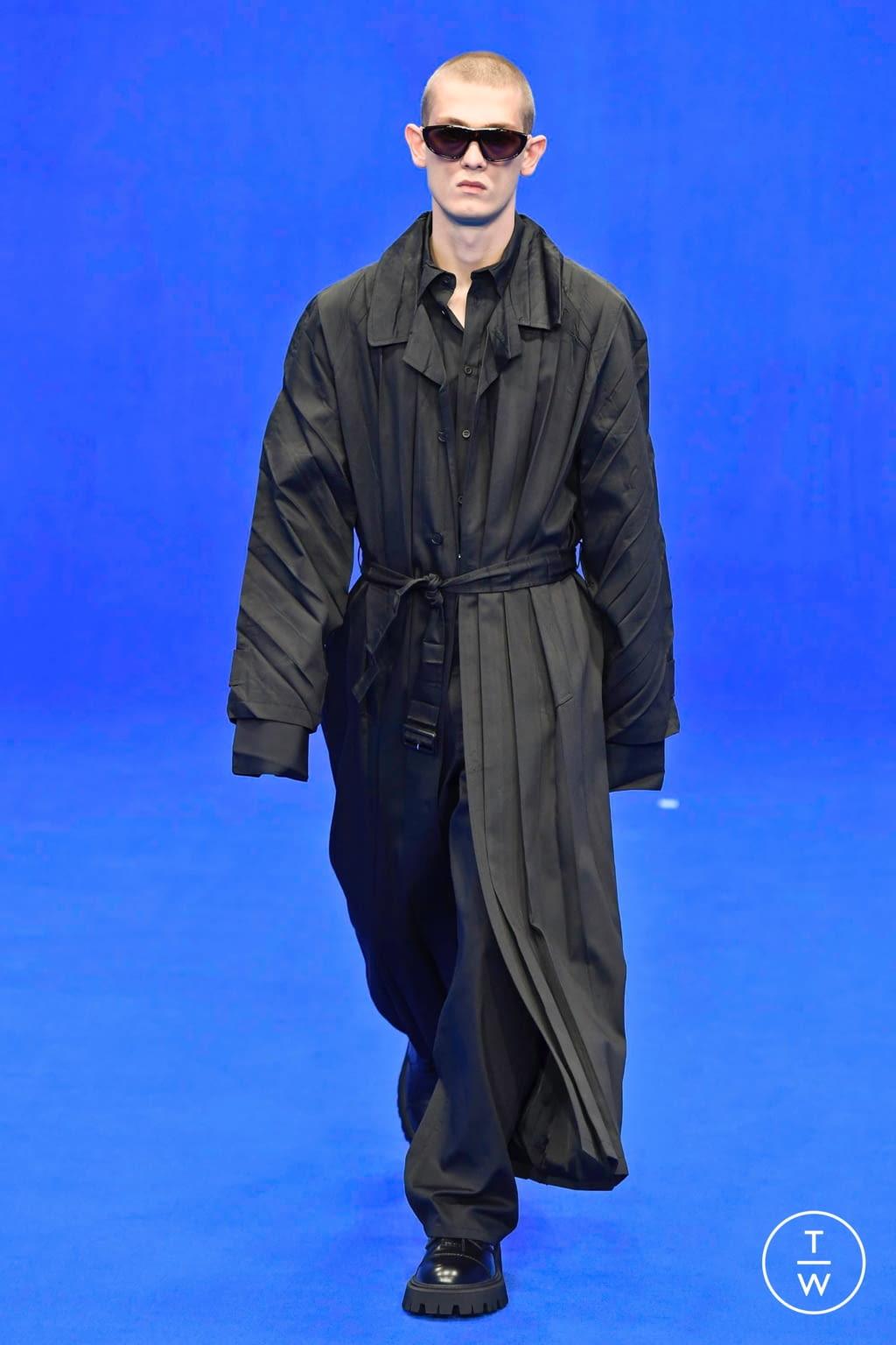 Fashion Week Paris Spring/Summer 2020 look 26 from the Balenciaga collection menswear