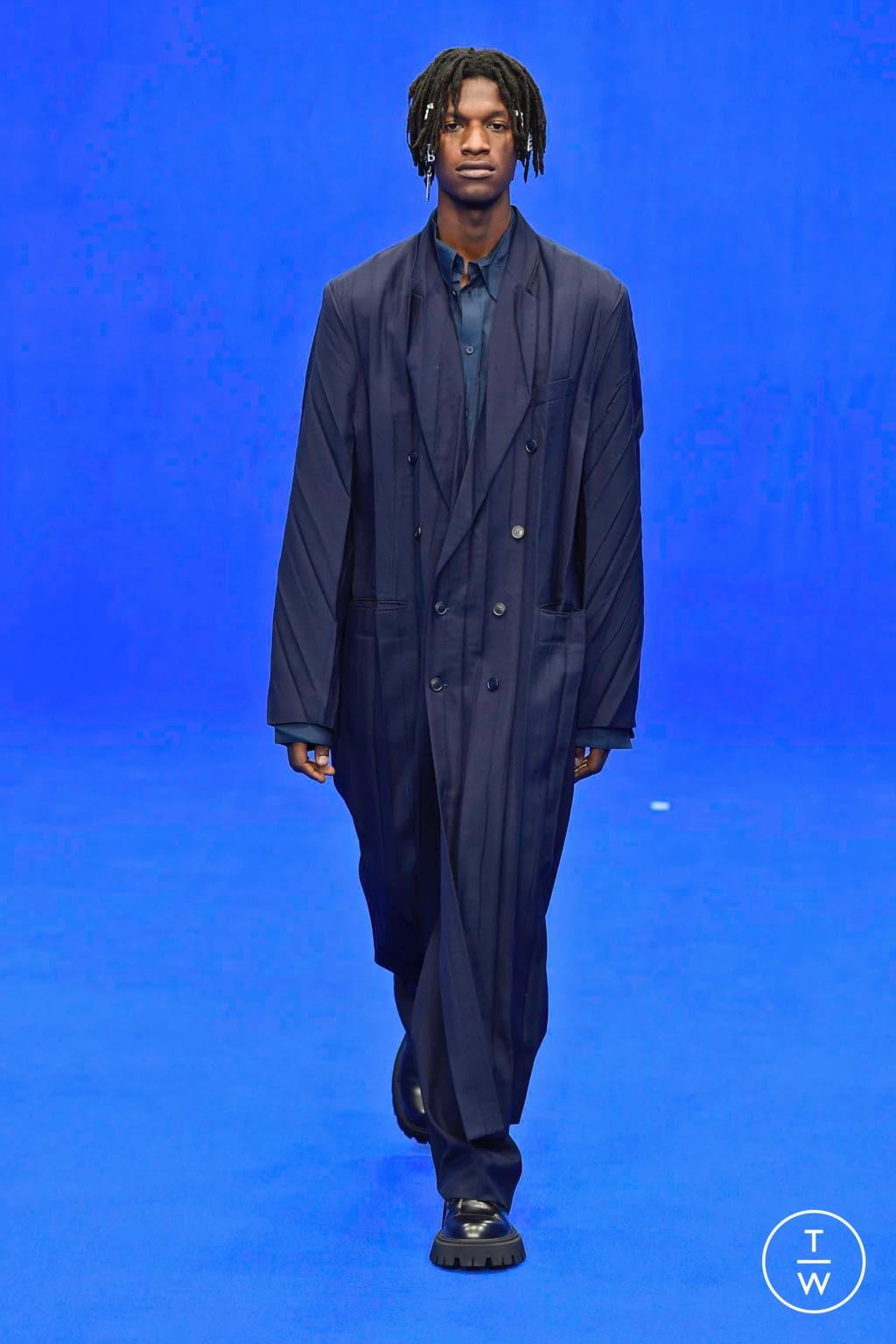Fashion Week Paris Spring/Summer 2020 look 29 from the Balenciaga collection menswear