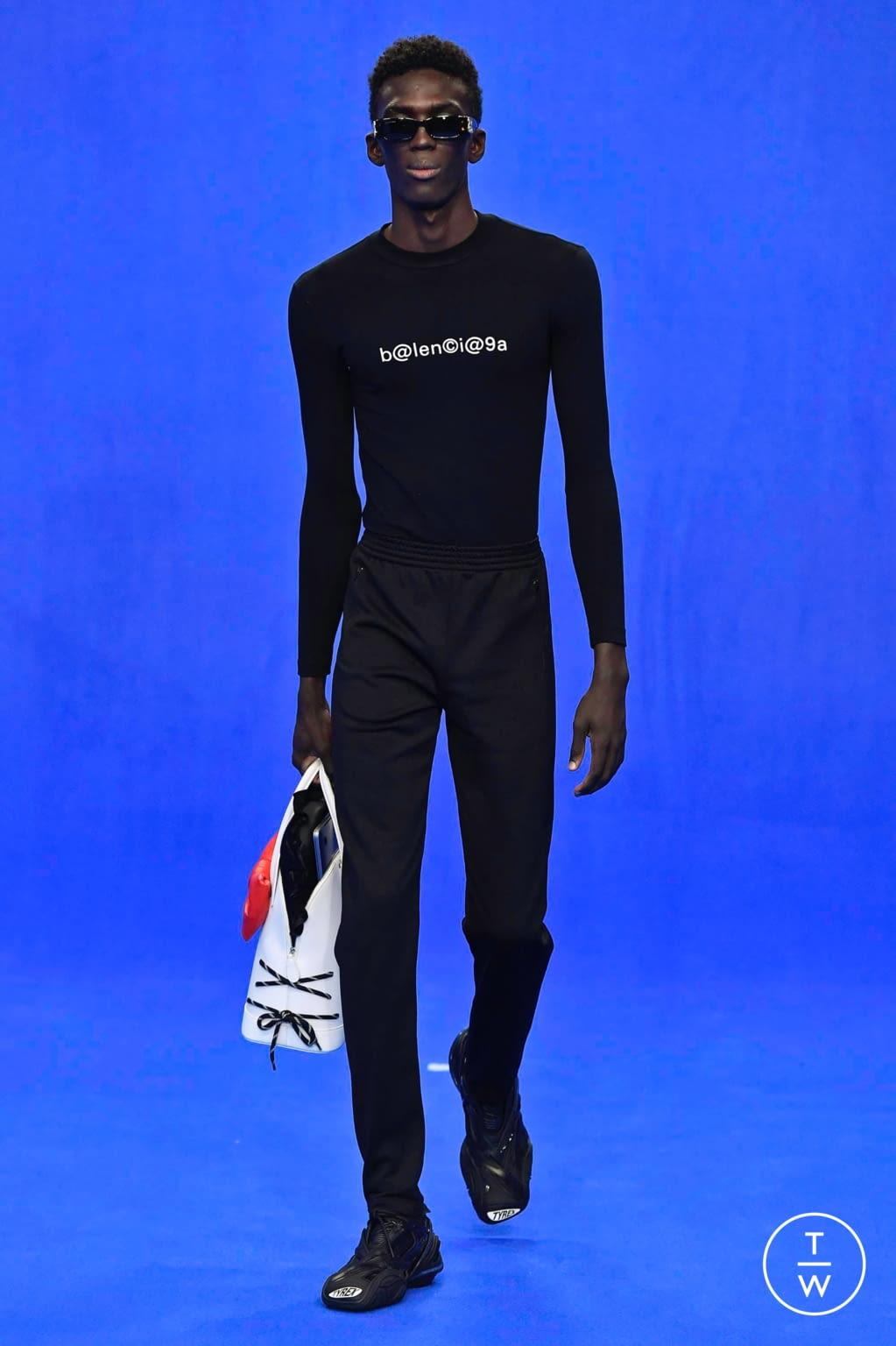 Fashion Week Paris Spring/Summer 2020 look 40 from the Balenciaga collection menswear