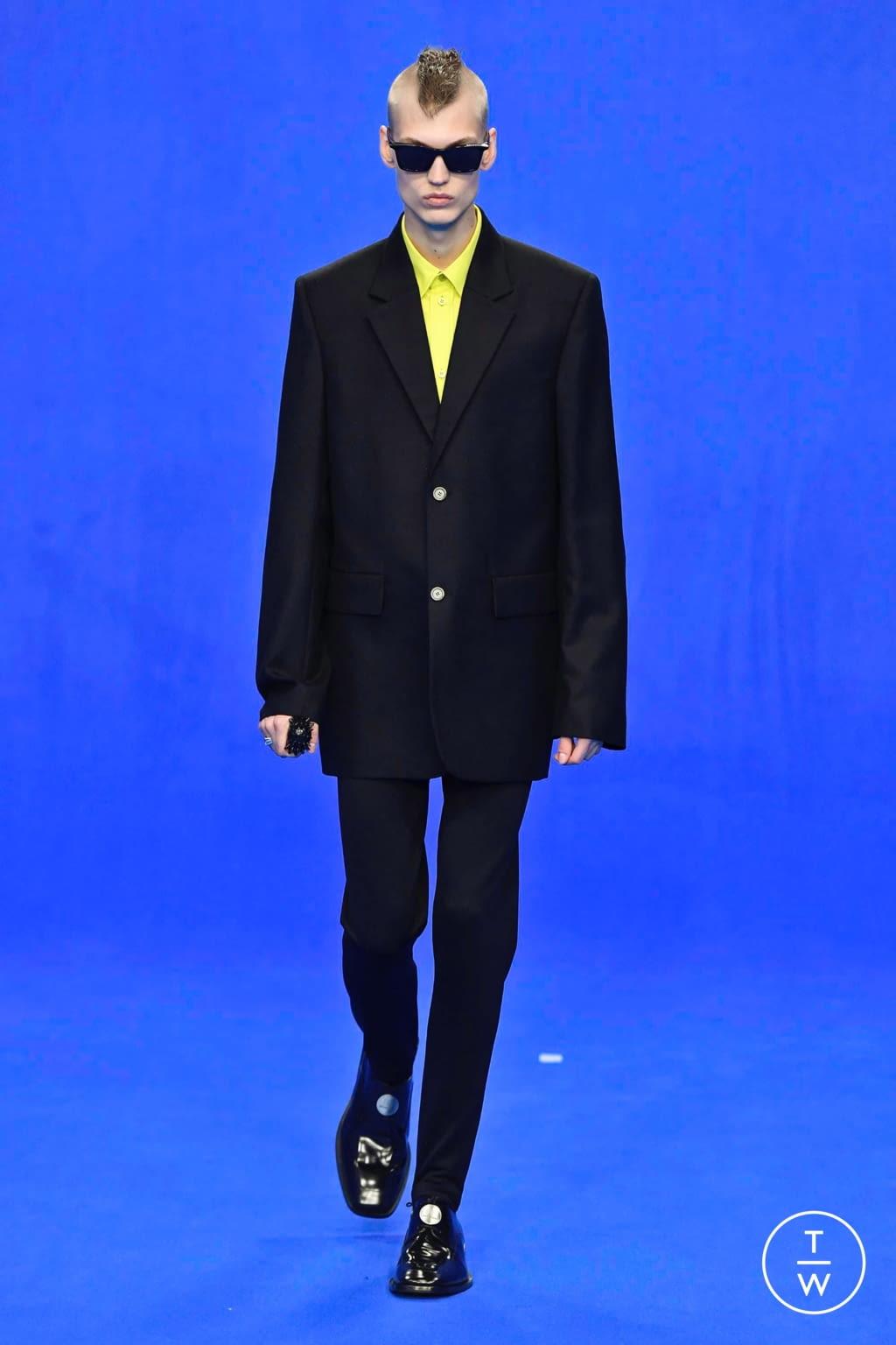 Fashion Week Paris Spring/Summer 2020 look 74 from the Balenciaga collection menswear