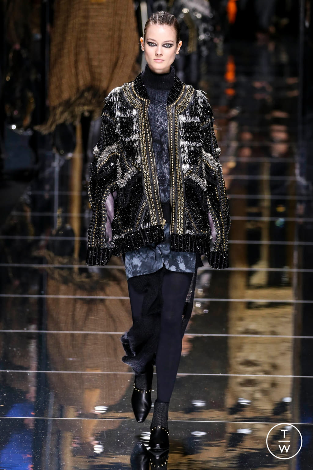 Fashion Week Paris Fall/Winter 2017 look 37 from the Balmain collection 女装