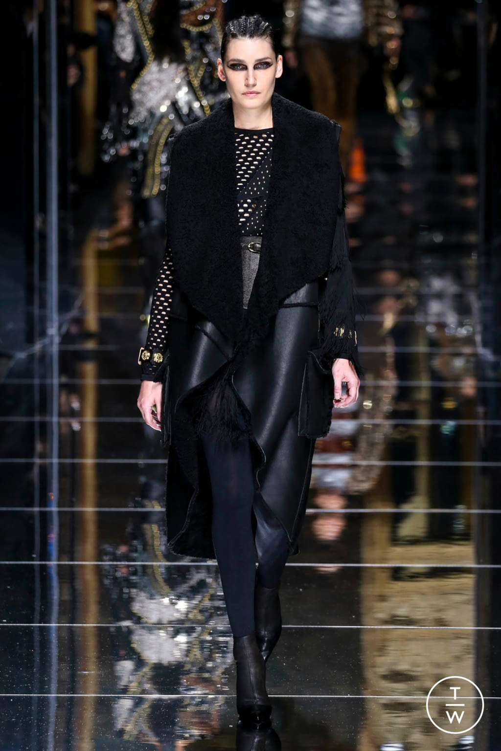 Fashion Week Paris Fall/Winter 2017 look 40 from the Balmain collection 女装