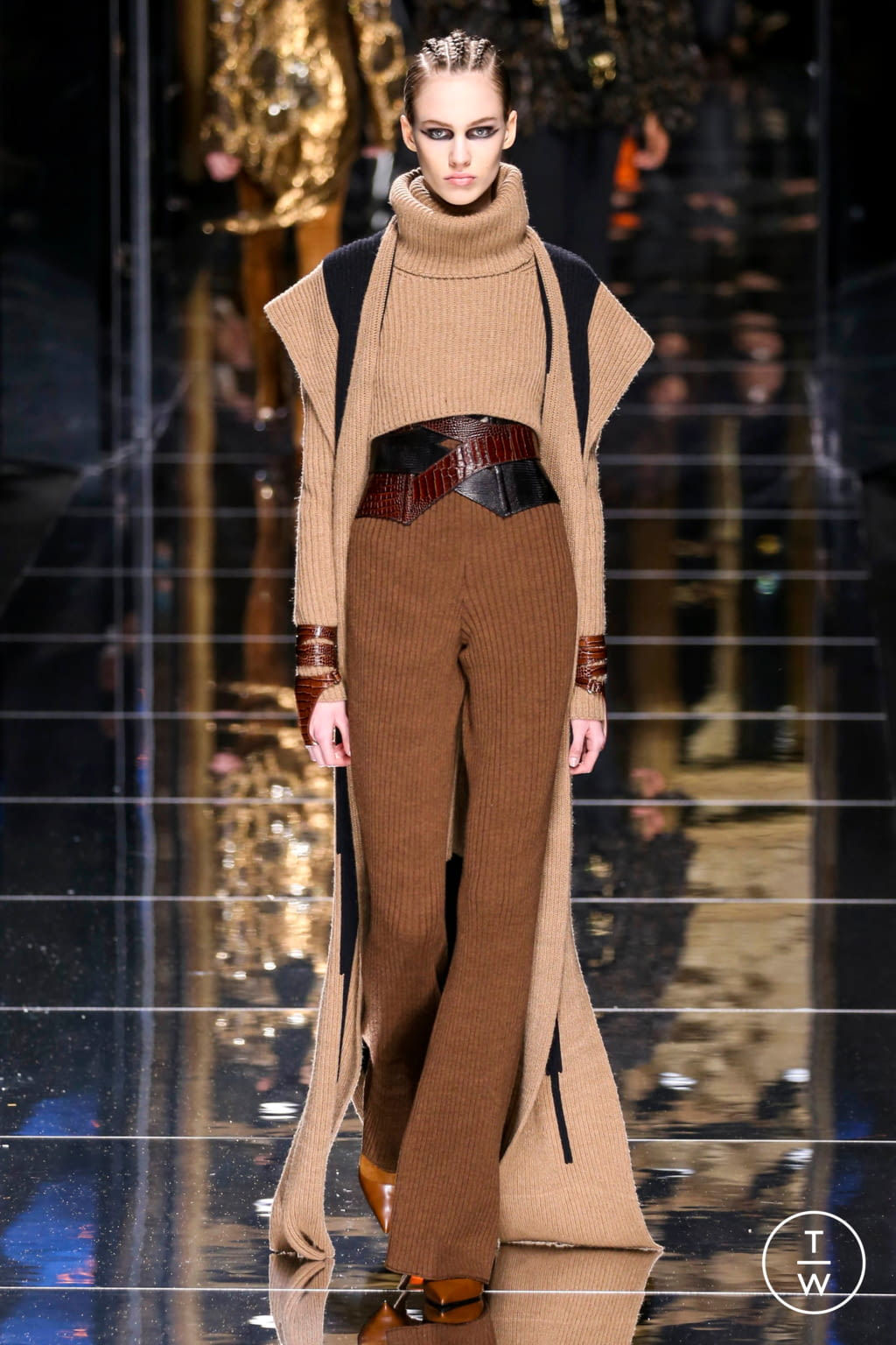 Fashion Week Paris Fall/Winter 2017 look 48 from the Balmain collection 女装