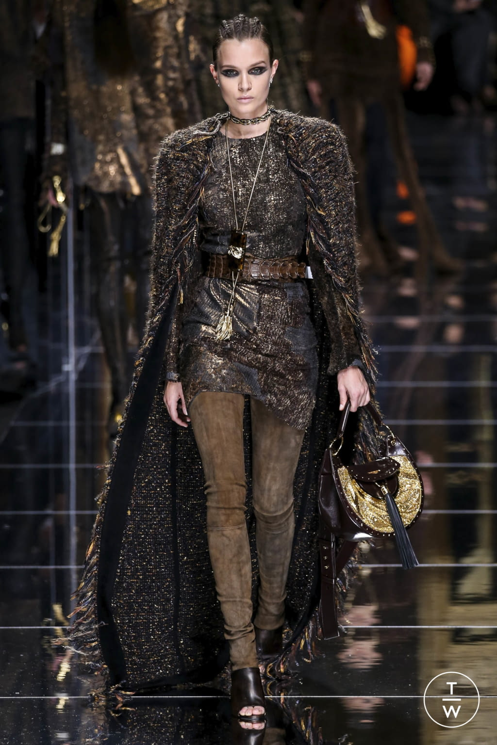 Fashion Week Paris Fall/Winter 2017 look 57 from the Balmain collection 女装