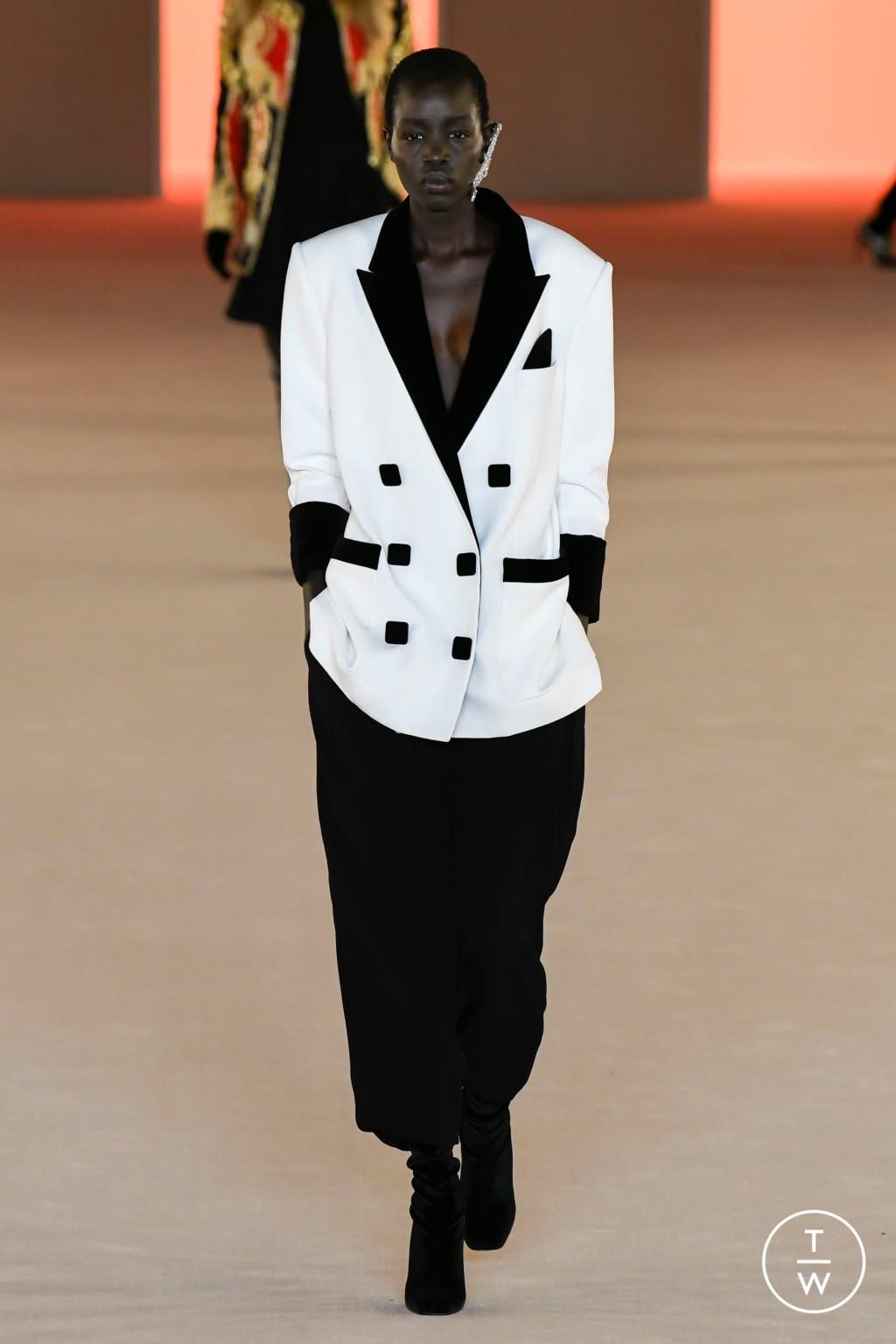 Fashion Week Paris Fall/Winter 2020 look 73 from the Balmain collection womenswear