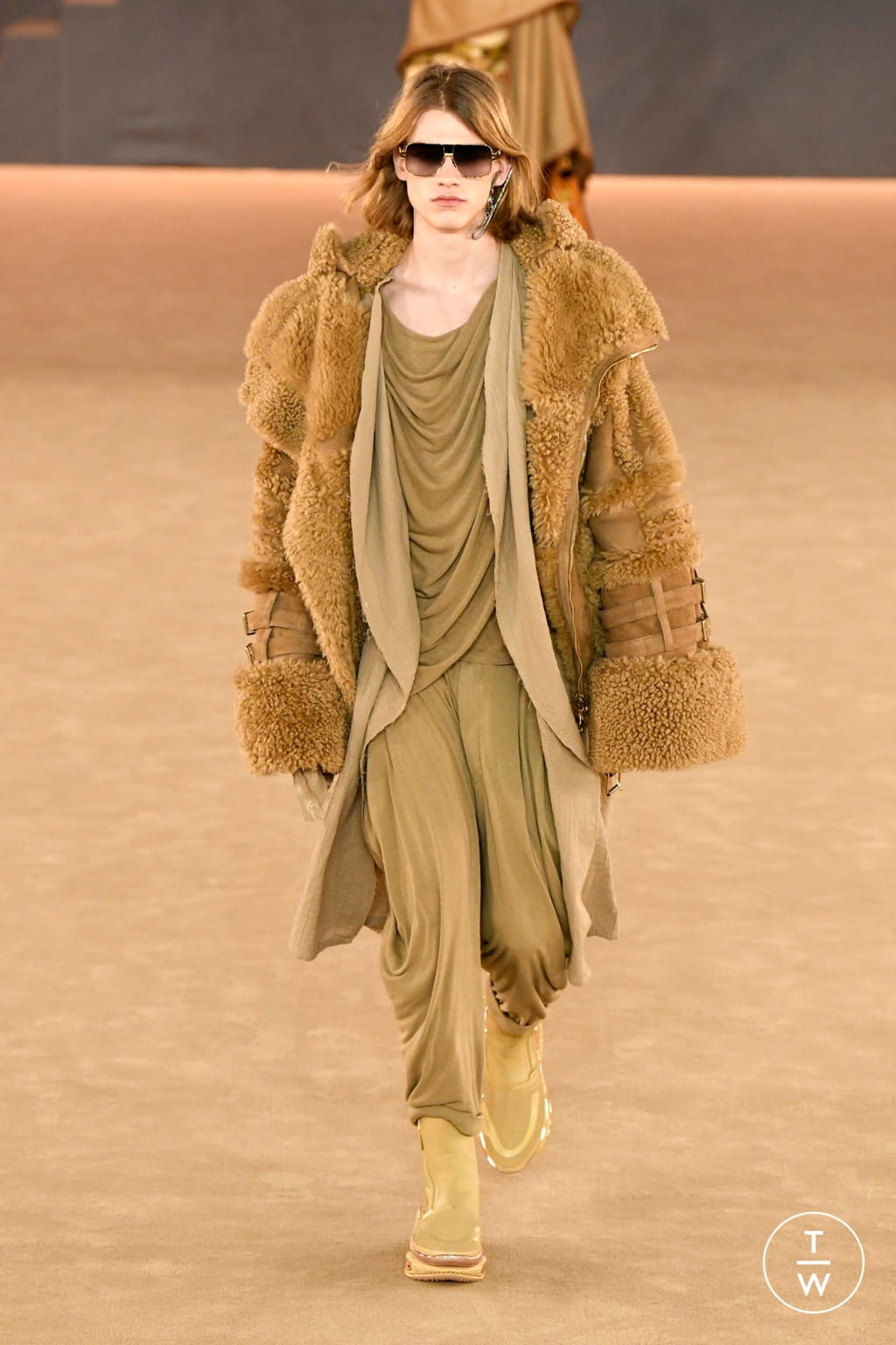 Fashion Week Paris Fall/Winter 2020 look 5 from the Balmain collection menswear
