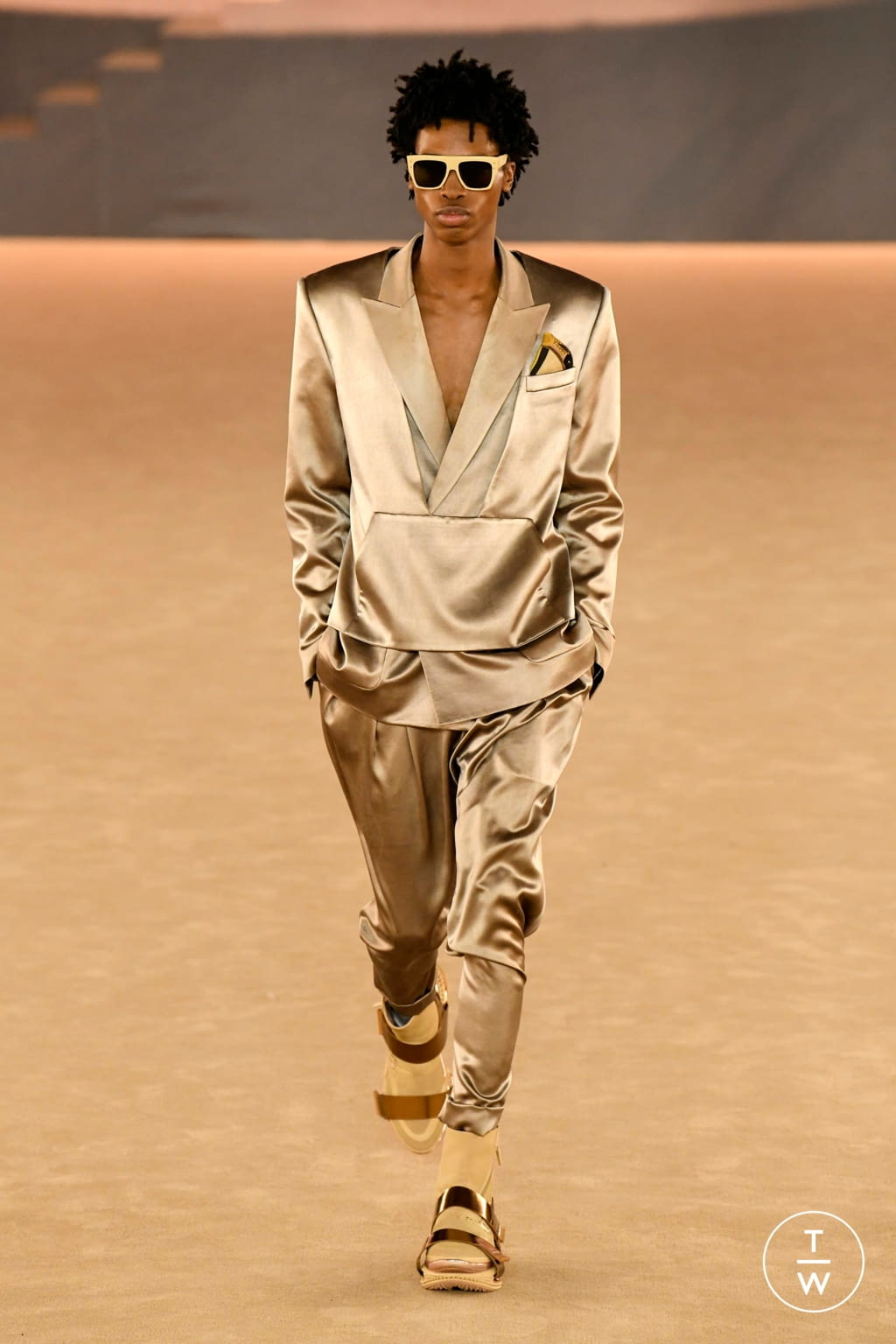 Fashion Week Paris Fall/Winter 2020 look 9 from the Balmain collection menswear