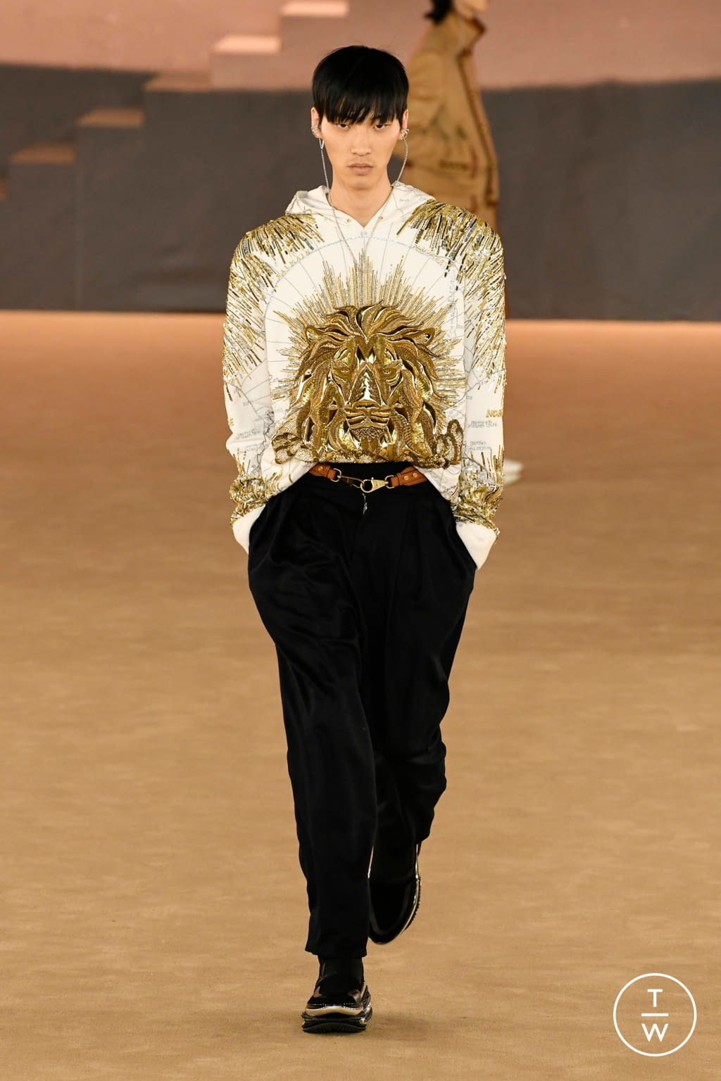 Fashion Week Paris Fall/Winter 2020 look 31 from the Balmain collection menswear