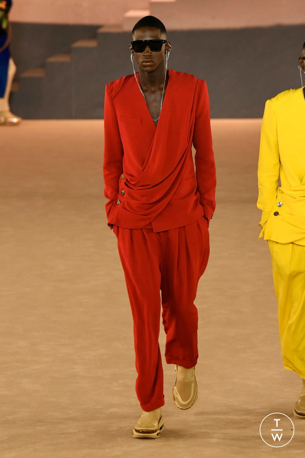 Fashion Week Paris Fall/Winter 2020 look 32 from the Balmain collection menswear