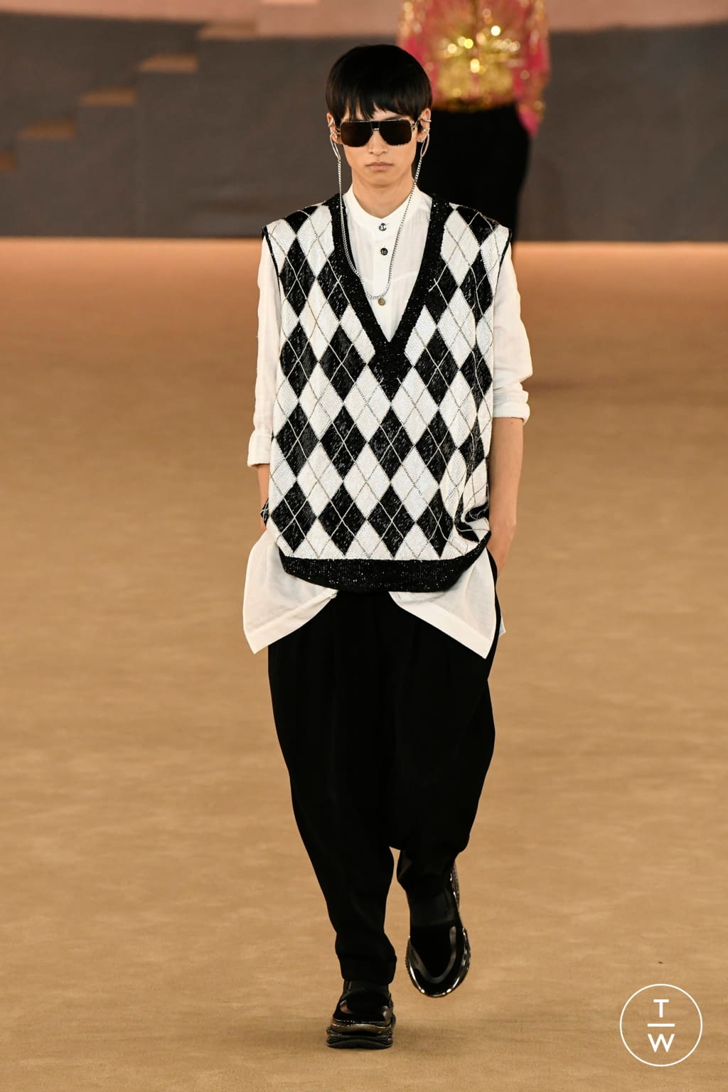 Fashion Week Paris Fall/Winter 2020 look 45 from the Balmain collection menswear