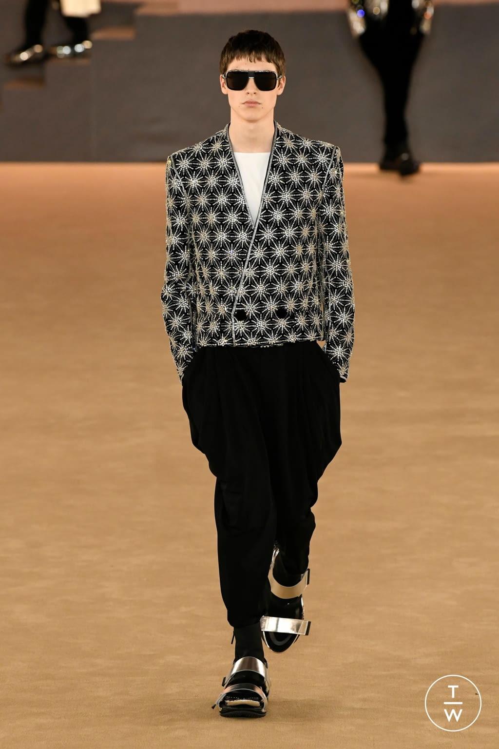 Fashion Week Paris Fall/Winter 2020 look 49 from the Balmain collection menswear