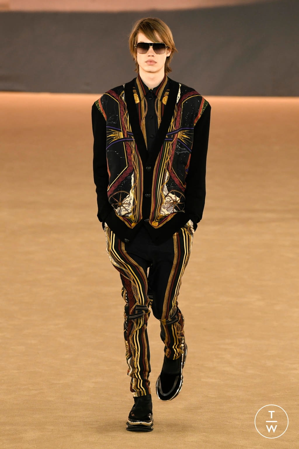 Fashion Week Paris Fall/Winter 2020 look 61 from the Balmain collection menswear