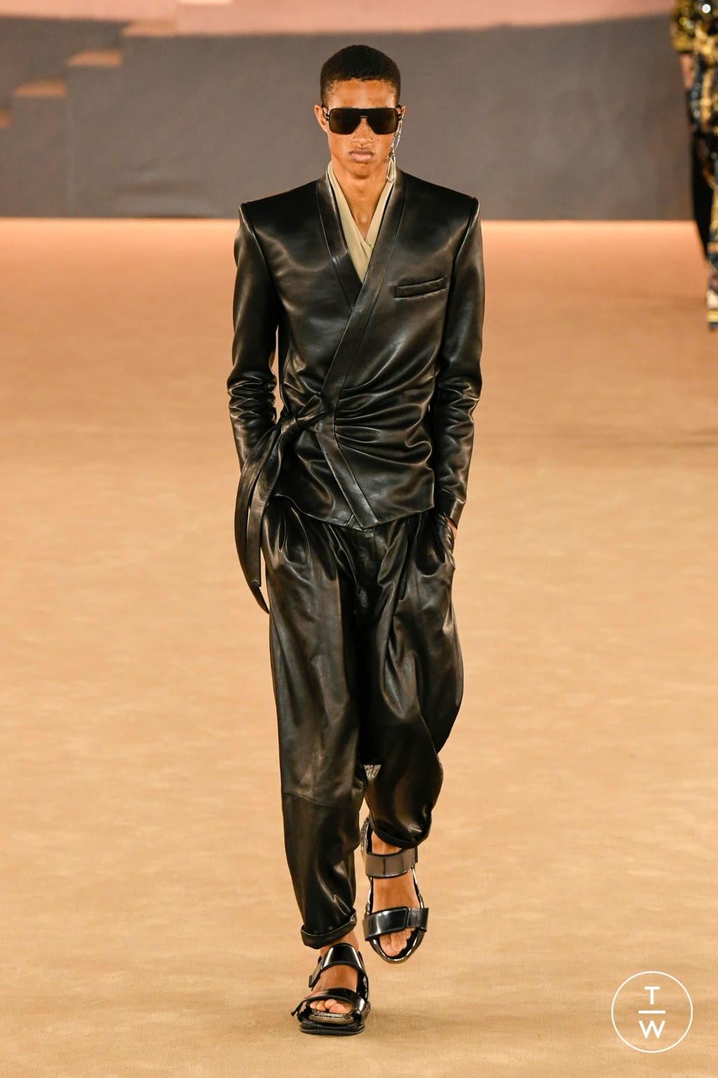 Fashion Week Paris Fall/Winter 2020 look 68 from the Balmain collection menswear