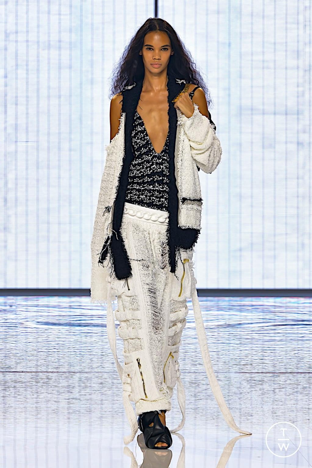 Fashion Week Paris Spring/Summer 2022 look 37 from the Balmain collection womenswear