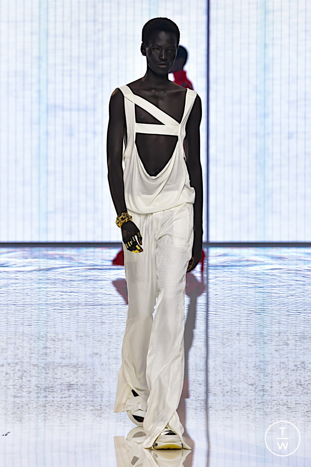 Fashion Week Paris Spring/Summer 2022 look 95 from the Balmain collection womenswear