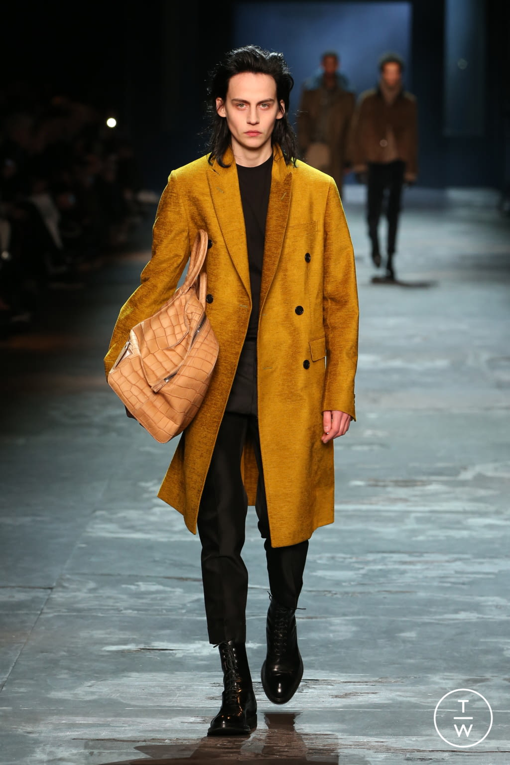 Fashion Week Paris Fall/Winter 2017 look 6 from the Berluti collection 男装