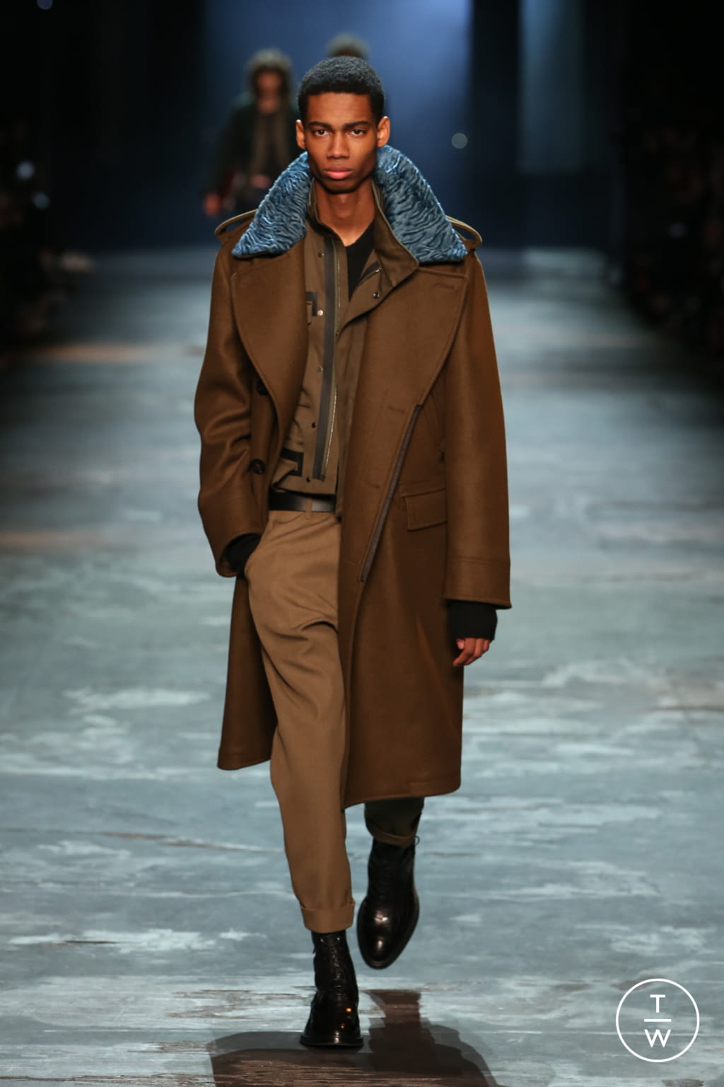 Fashion Week Paris Fall/Winter 2017 look 8 from the Berluti collection menswear