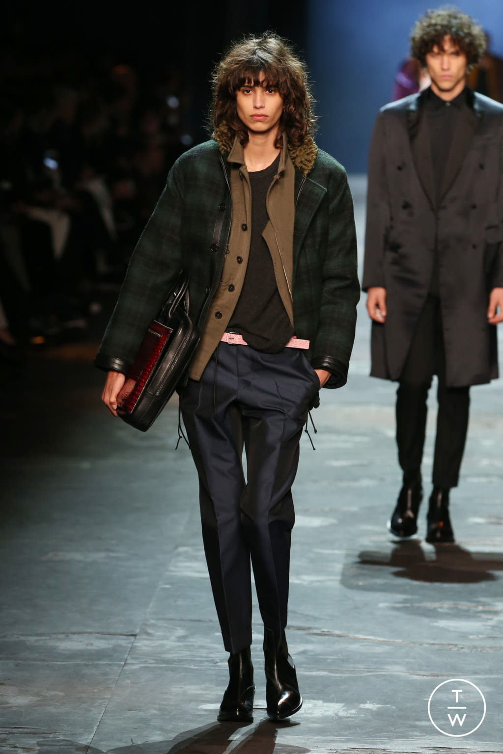 Fashion Week Paris Fall/Winter 2017 look 9 from the Berluti collection 男装