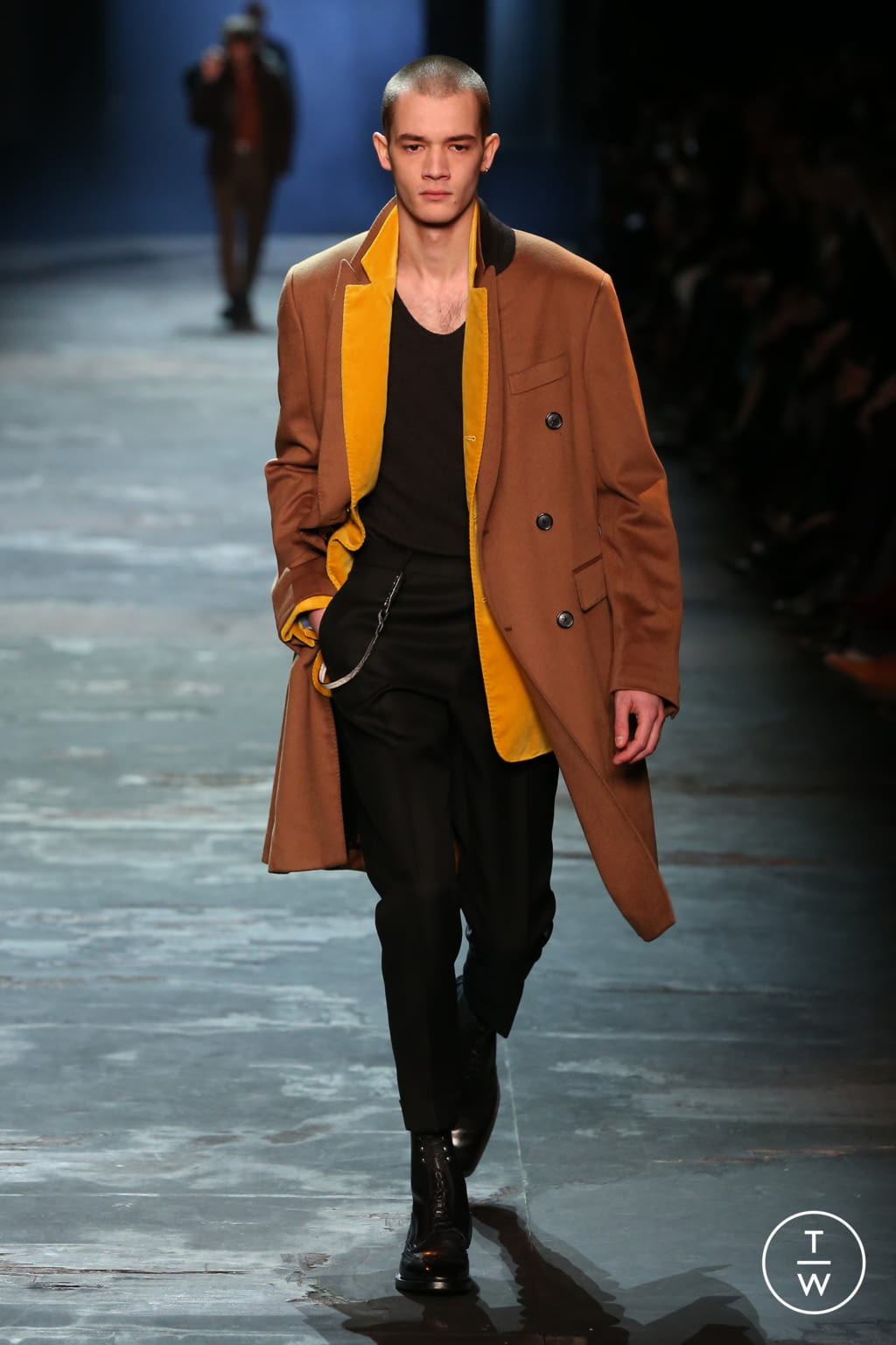 Fashion Week Paris Fall/Winter 2017 look 12 from the Berluti collection menswear