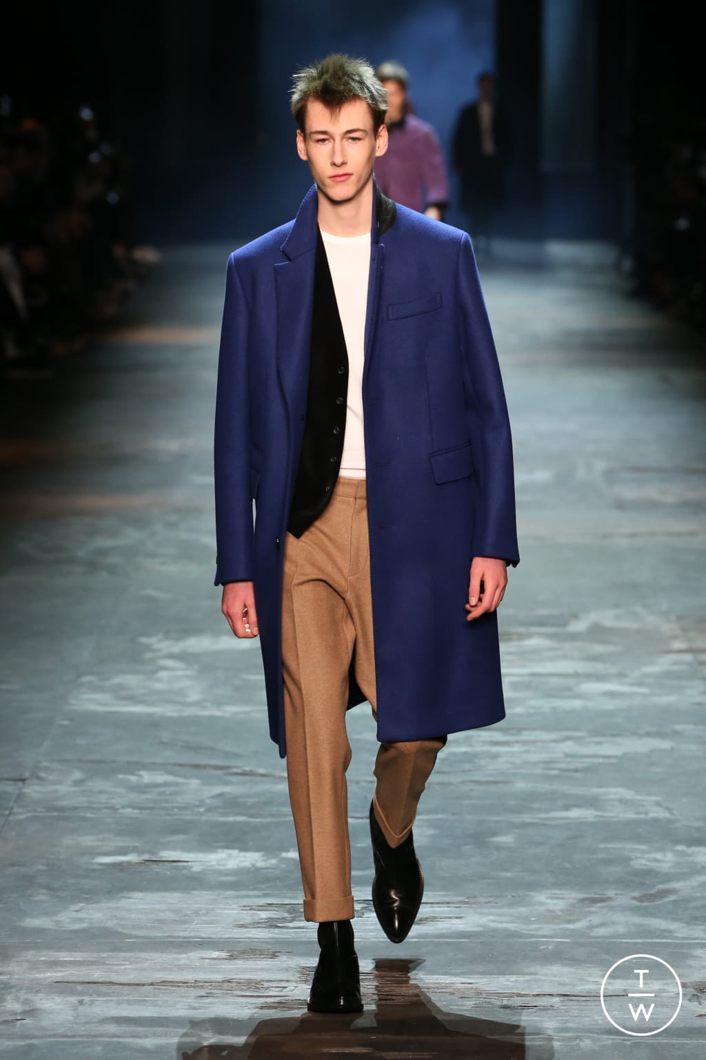 Fashion Week Paris Fall/Winter 2017 look 14 from the Berluti collection 男装