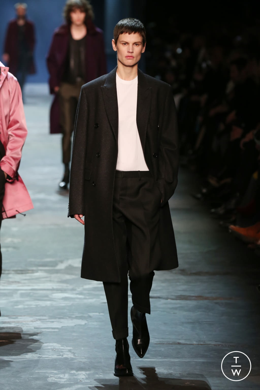 Fashion Week Paris Fall/Winter 2017 look 16 from the Berluti collection 男装