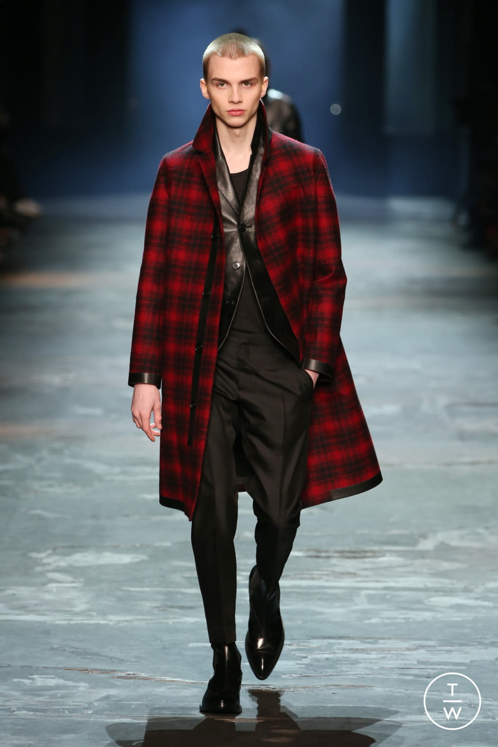 Fashion Week Paris Fall/Winter 2017 look 20 from the Berluti collection 男装