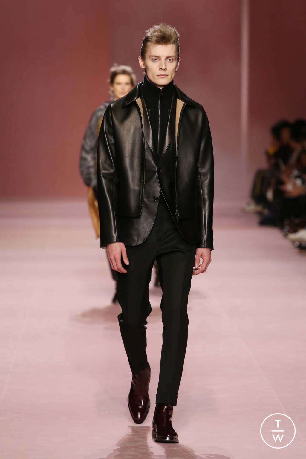 Fashion Week Paris Fall/Winter 2018 look 7 from the Berluti collection menswear
