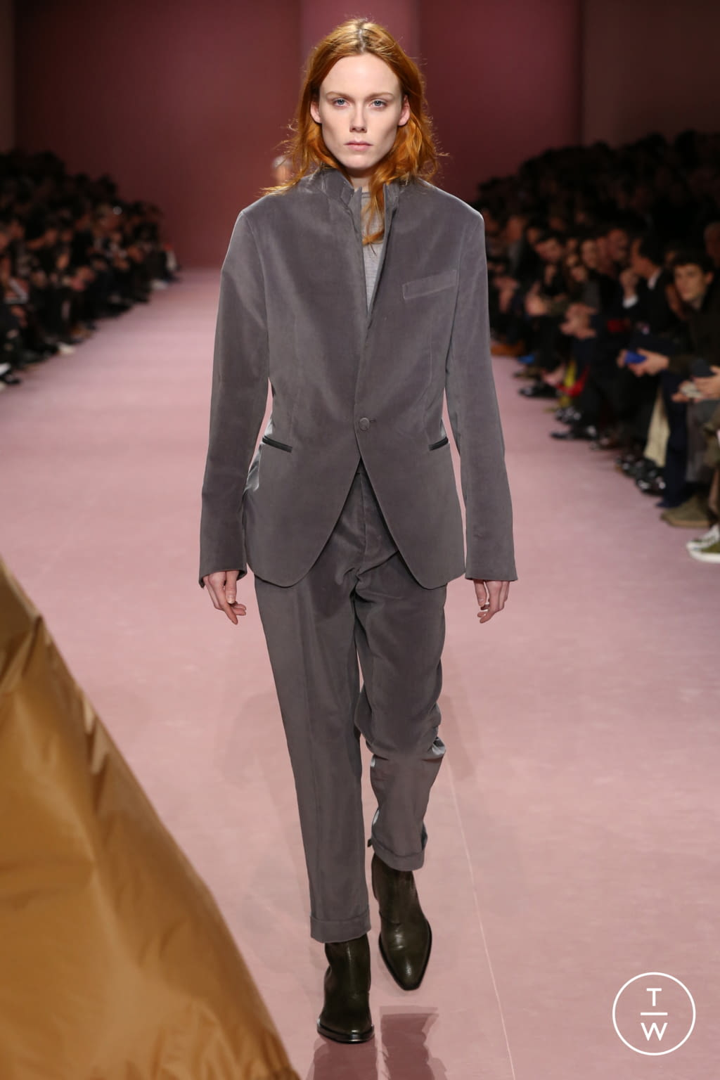 Fashion Week Paris Fall/Winter 2018 look 9 from the Berluti collection menswear