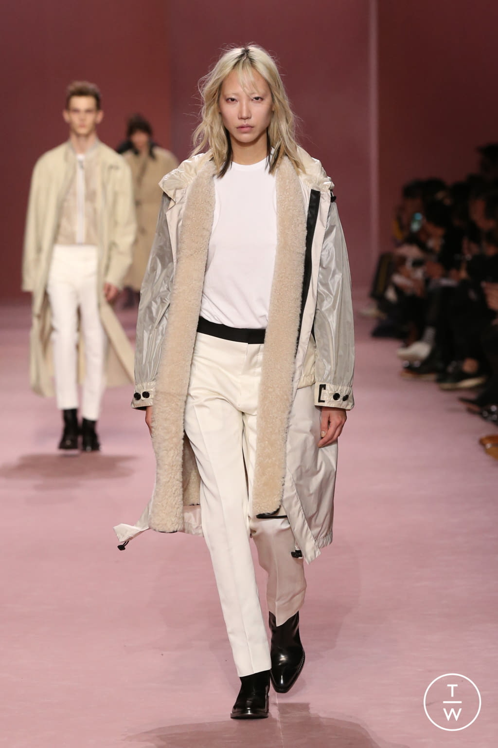 Fashion Week Paris Fall/Winter 2018 look 15 from the Berluti collection menswear