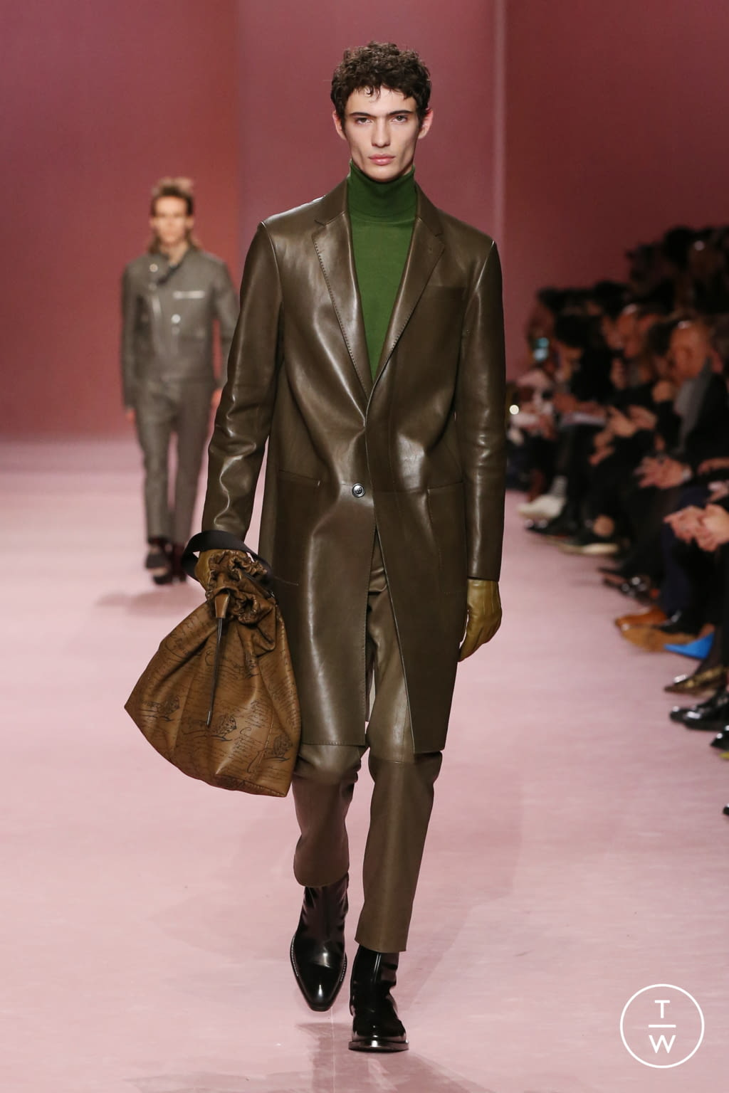 Fashion Week Paris Fall/Winter 2018 look 19 from the Berluti collection menswear