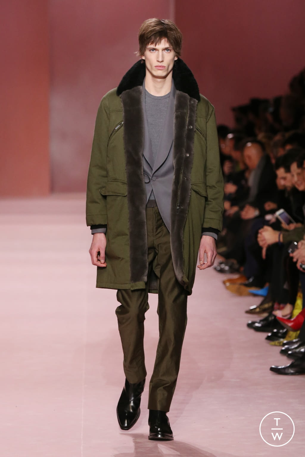 Fashion Week Paris Fall/Winter 2018 look 22 from the Berluti collection menswear