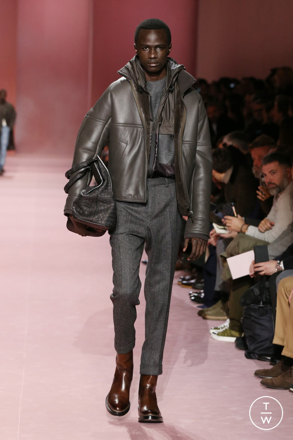 Fashion Week Paris Fall/Winter 2018 look 21 from the Berluti collection menswear