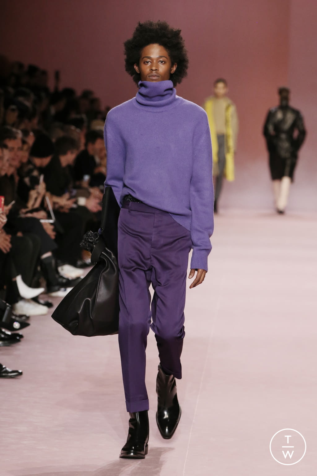 Fashion Week Paris Fall/Winter 2018 look 26 from the Berluti collection menswear