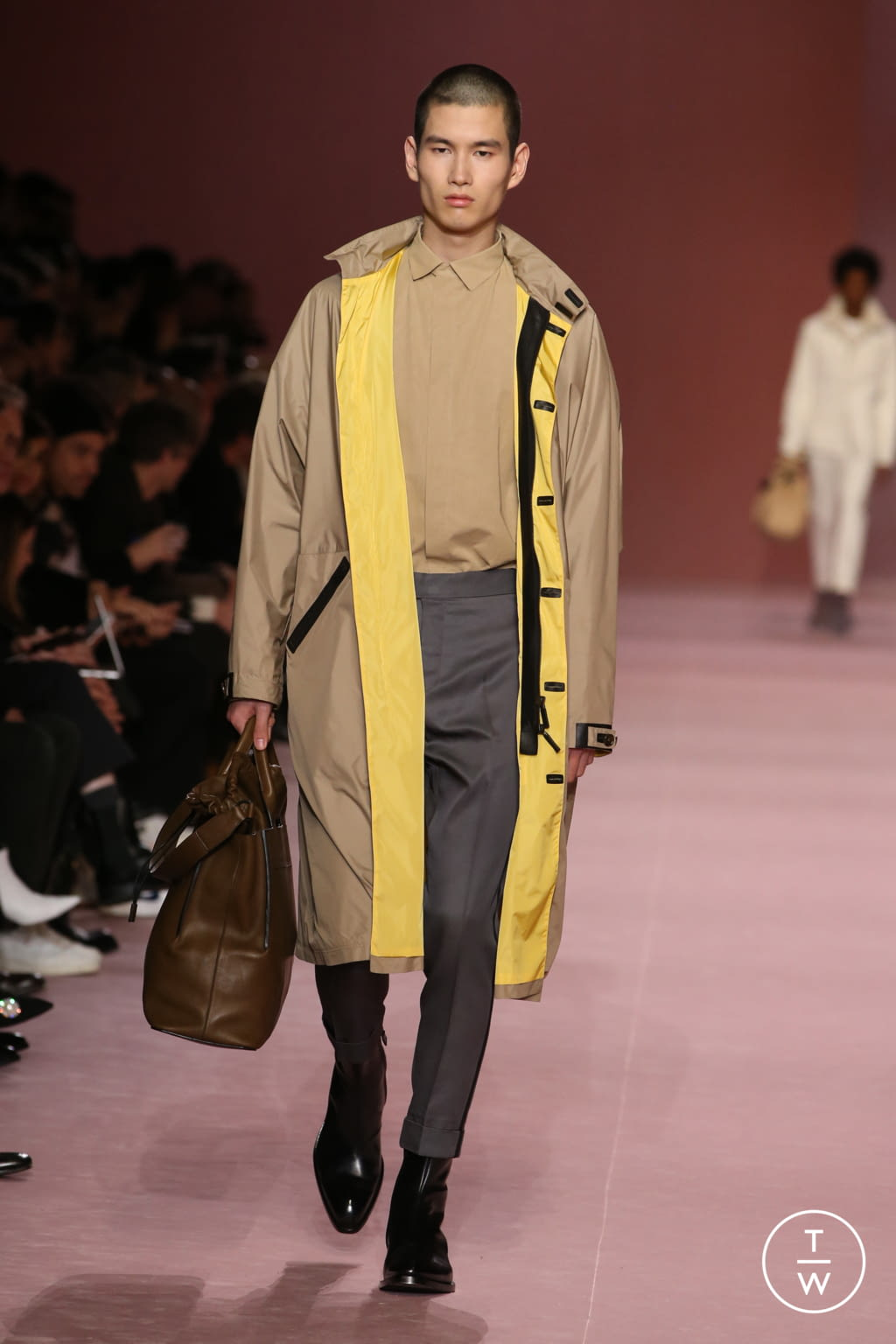 Fashion Week Paris Fall/Winter 2018 look 27 from the Berluti collection menswear