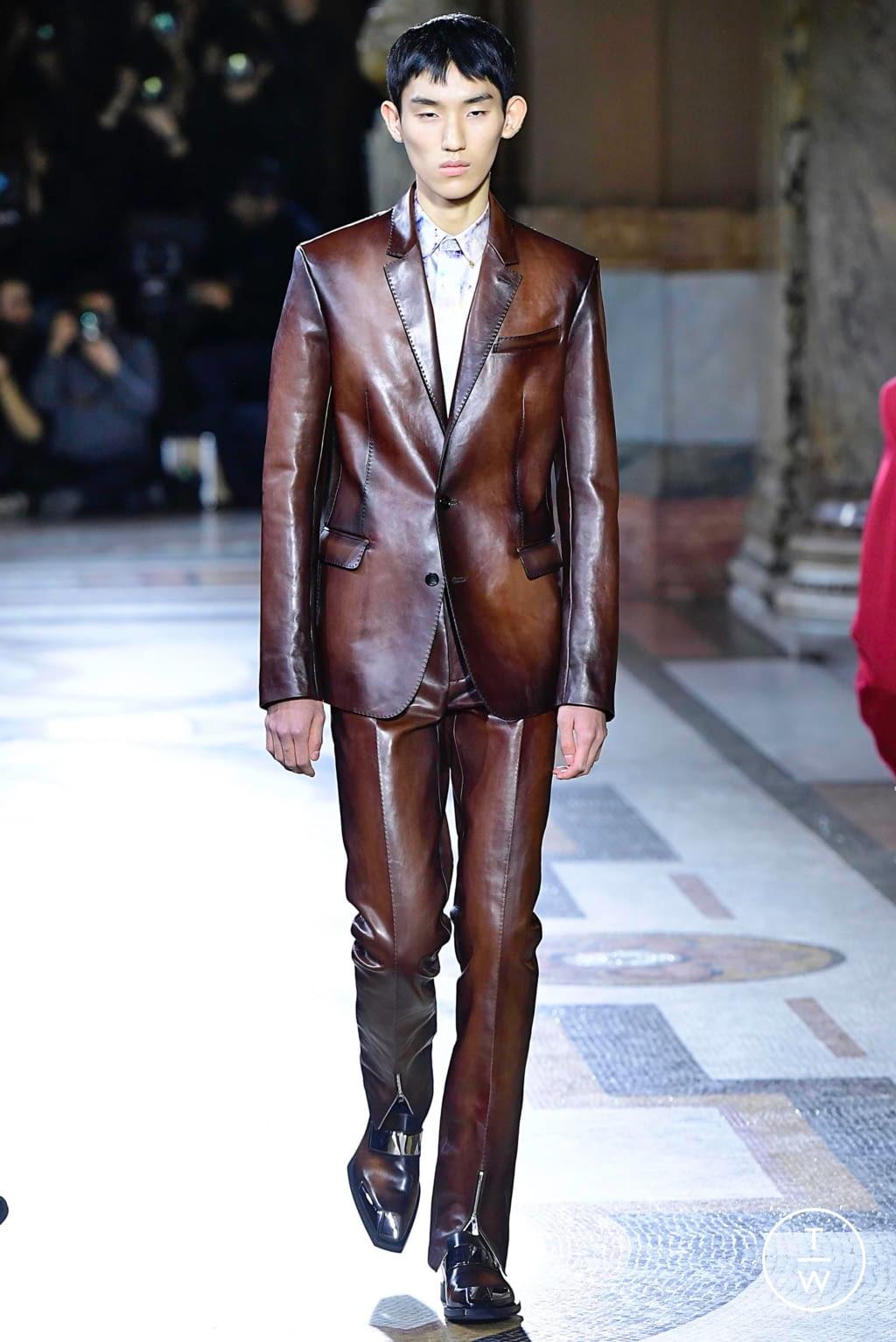 Fashion Week Paris Fall/Winter 2019 look 1 de la collection Berluti menswear