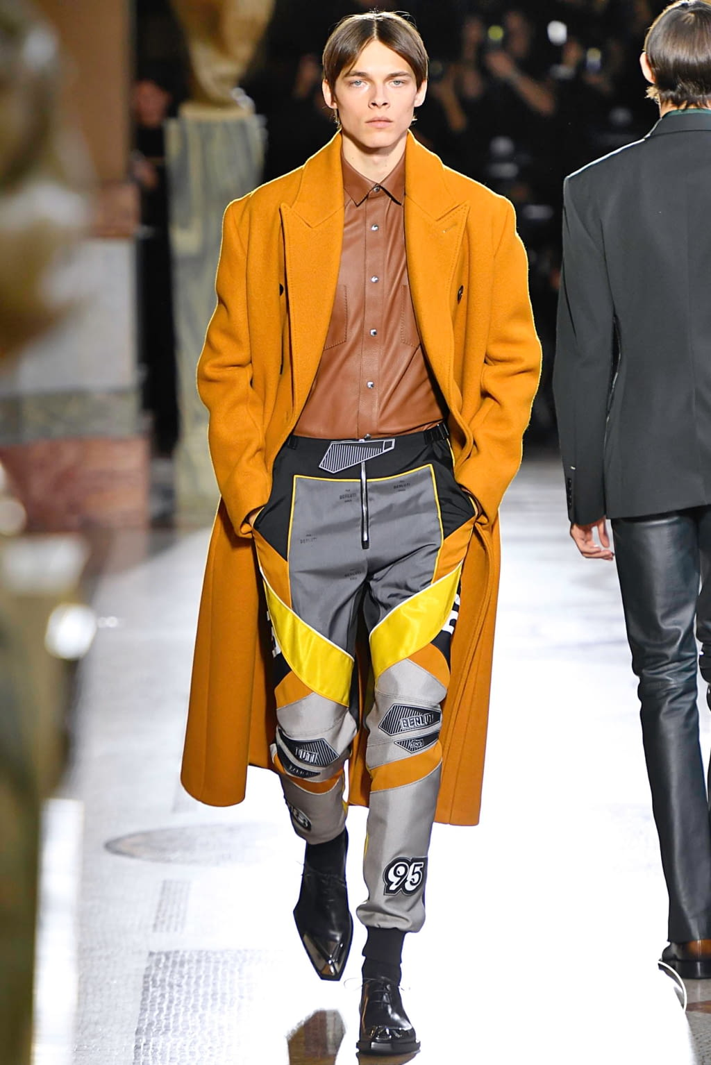Fashion Week Paris Fall/Winter 2019 look 6 from the Berluti collection menswear