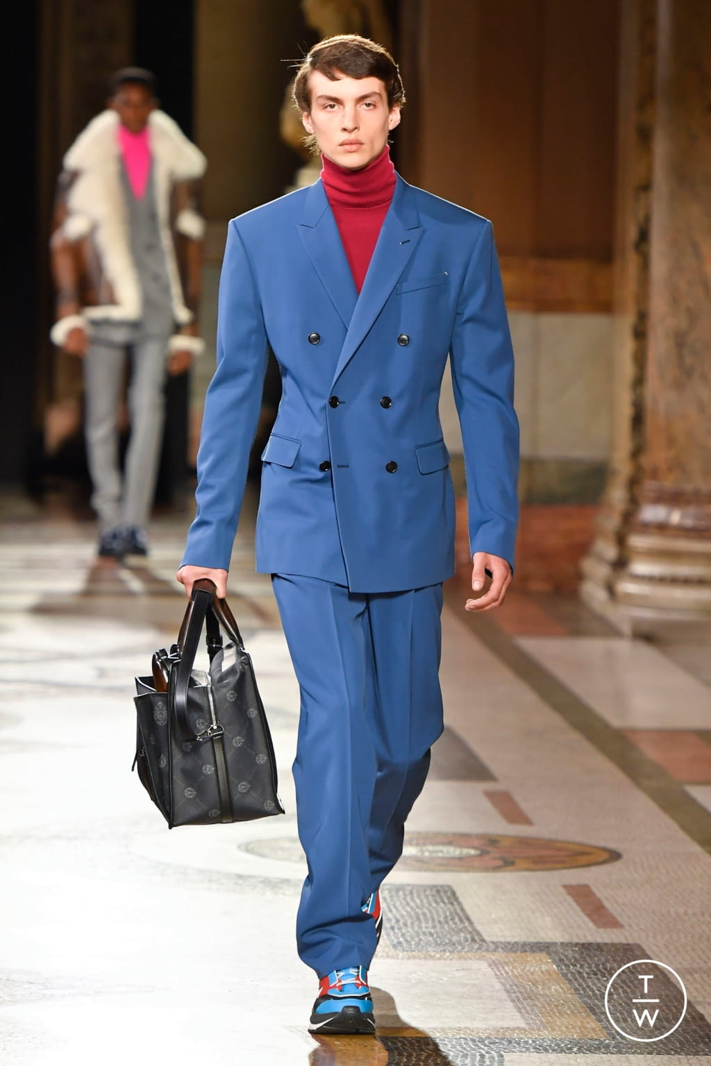 Fashion Week Paris Fall/Winter 2020 look 1 from the Berluti collection 男装