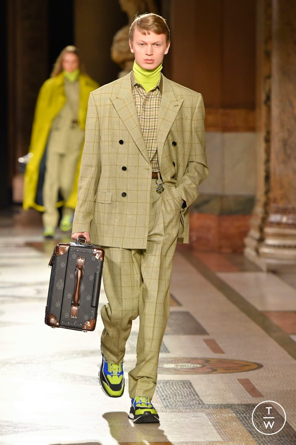 Fashion Week Paris Fall/Winter 2020 look 4 from the Berluti collection 男装