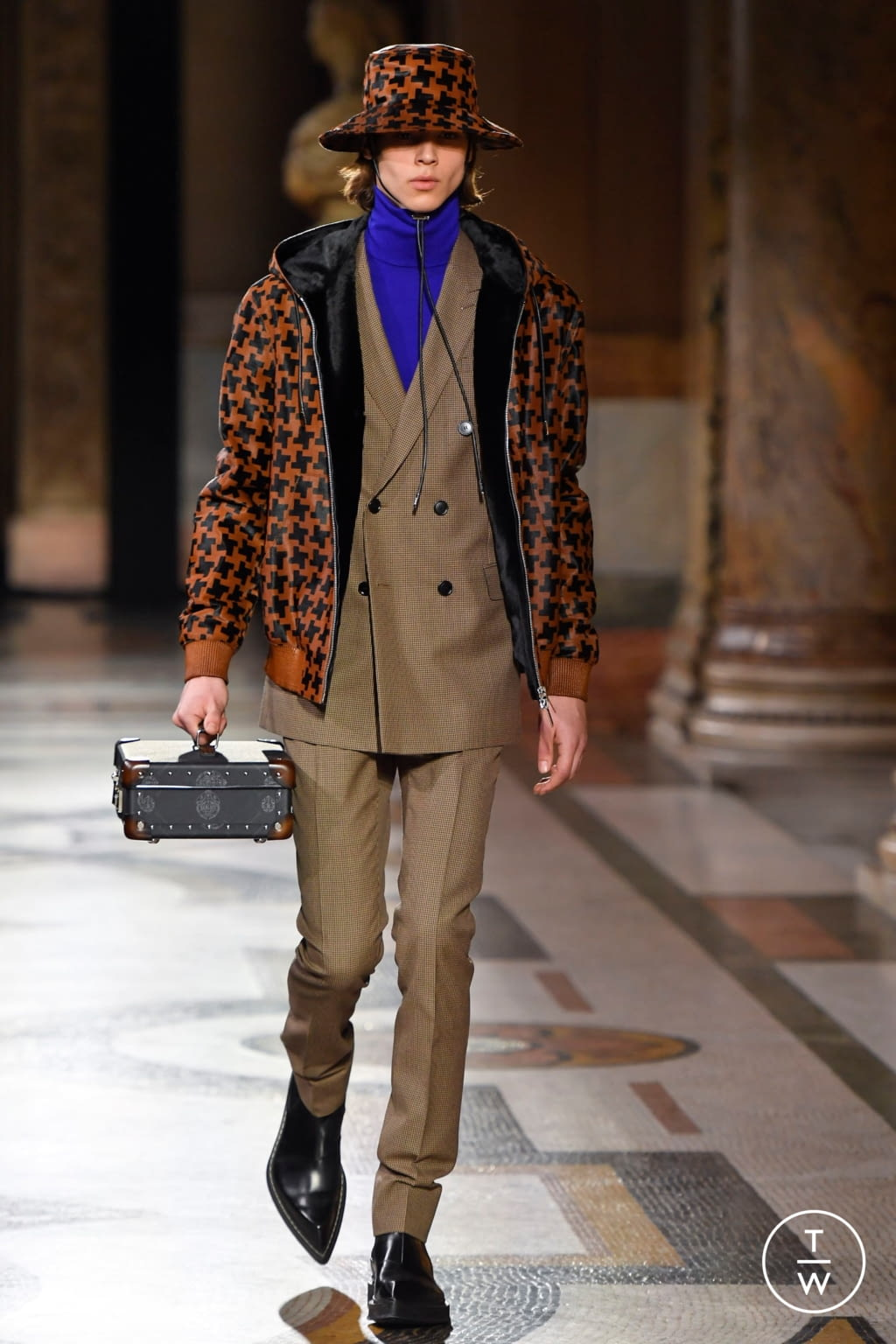 Fashion Week Paris Fall/Winter 2020 look 9 from the Berluti collection menswear