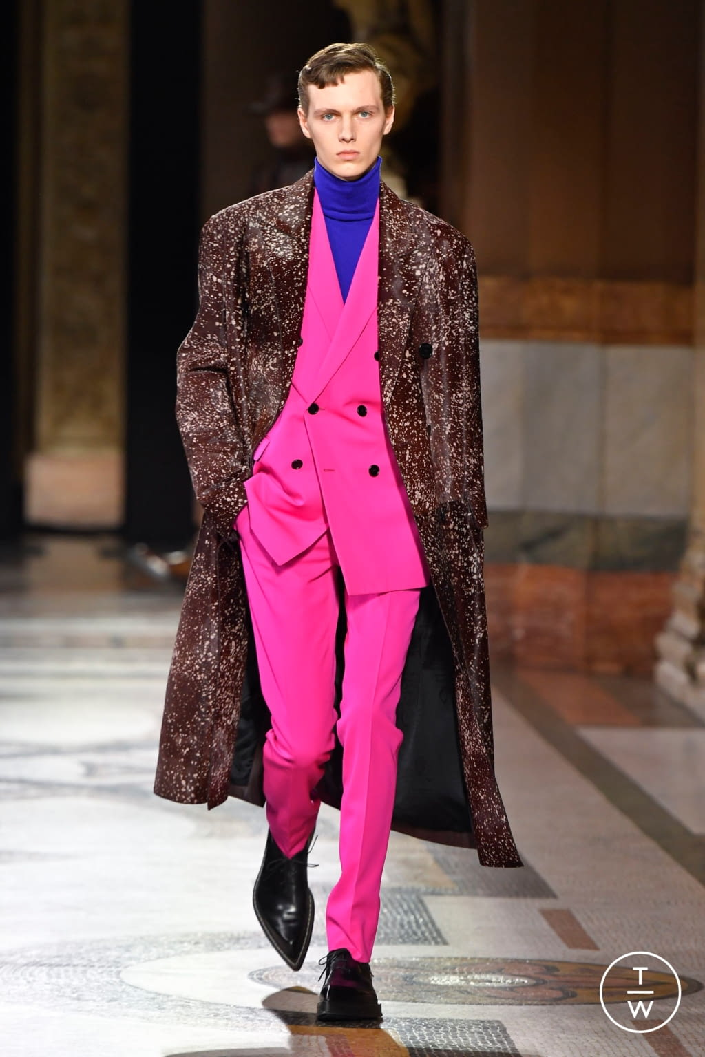 Fashion Week Paris Fall/Winter 2020 look 10 from the Berluti collection menswear