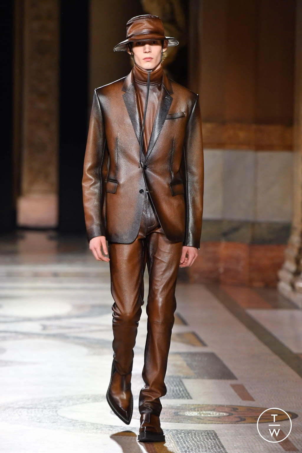 Fashion Week Paris Fall/Winter 2020 look 11 from the Berluti collection menswear