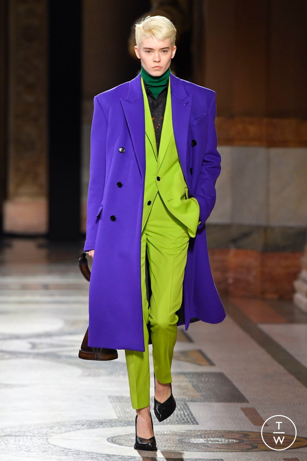 Fashion Week Paris Fall/Winter 2020 look 16 from the Berluti collection menswear